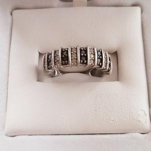 Black & white diamond sliver ring